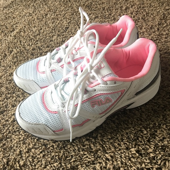 05d6b6df57 White and pink FILA Tennis shoes 🌸